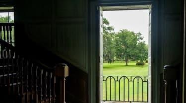 phong thủy gia đình, phong thủy, nên đặt gì trước cửa nhà