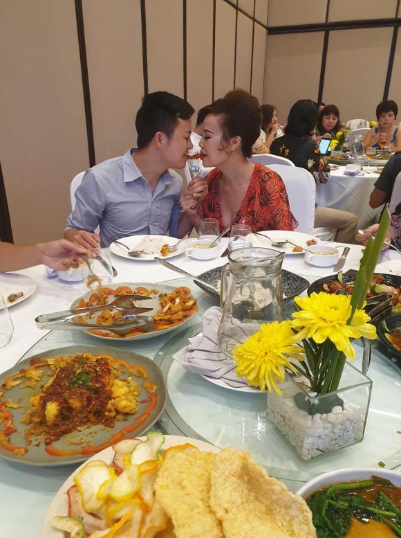Cô dâu 62 tuổi, cặp đôi lệch tuổi ở Cao Bằng, Thu Sao Hoa Cương