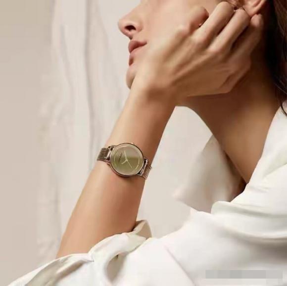 đeo đồng hồ, đồng hồ, đeo đồng hồ tay trái hay tay phải, kiến thức