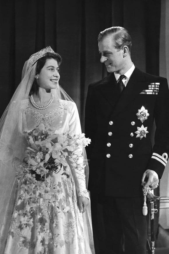 nữ hoàng anh, hoàng thân philip, chuyện tình nữ hoàng anh