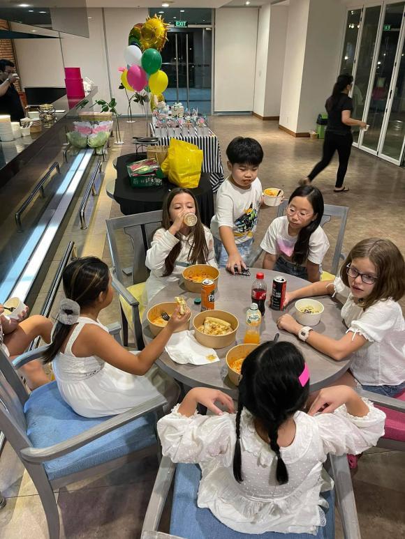 diva hồng chung, con diva hồng nhung, con sao việt, bé Tôm, bé Tép, Hoa hậu Hà Kiều Anh, Đoan Trang, Linh Nga