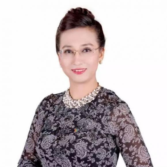 Nguyễn Hoàng Linh, MC để mặt mộc, sao việt