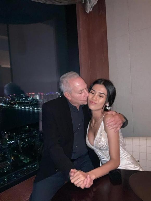 Hoa hậu Hoàn vũ Việt Nam, Cổ Ngân, cô gái Việt yêu tỷ phú