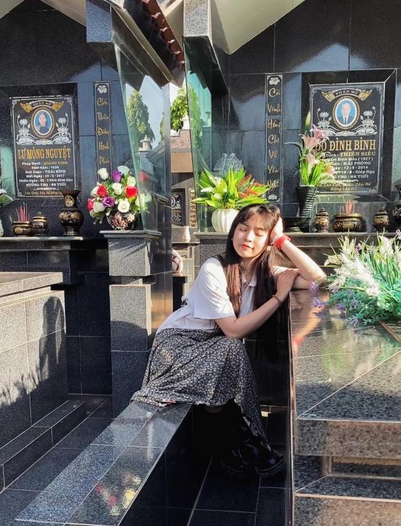 Đỗ Khánh Vân, Đỗ Khánh Vân chụp ở bia mộ, thanh niên