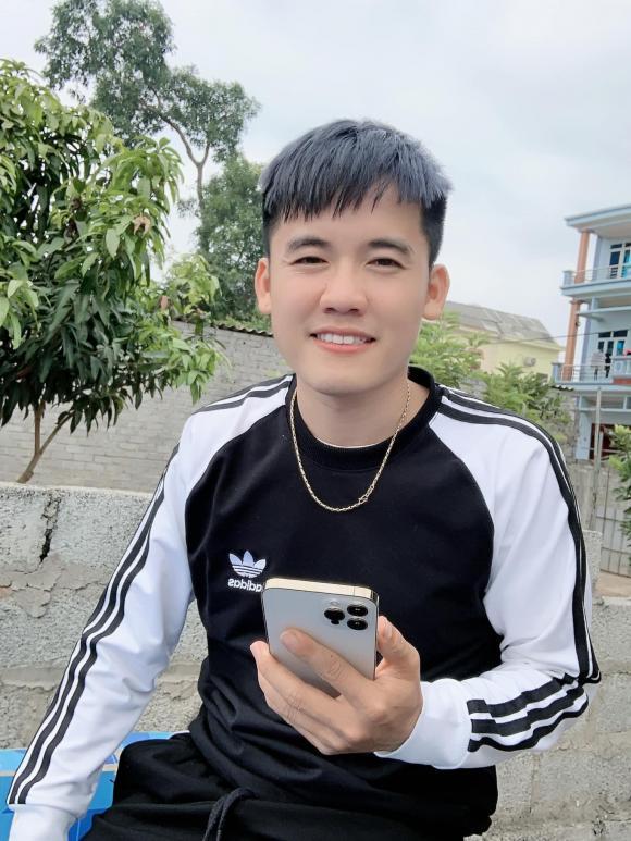 Con trai bà Tân Vlog, Hưng Vlog, mua xe huyndai