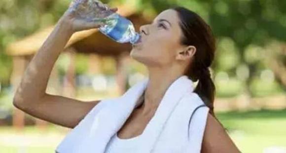 khô miệng, cơ thể thiếu nước, dấu hiệu cơ thể thiếu nước