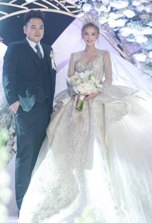 """Xoài Non lộ ảnh mặt mộc, khác xa khoảnh khắc lộng lẫy khi mặc váy 28 tỷ trong ngày cưới với """"streamer giàu nhất Việt Nam"""""""