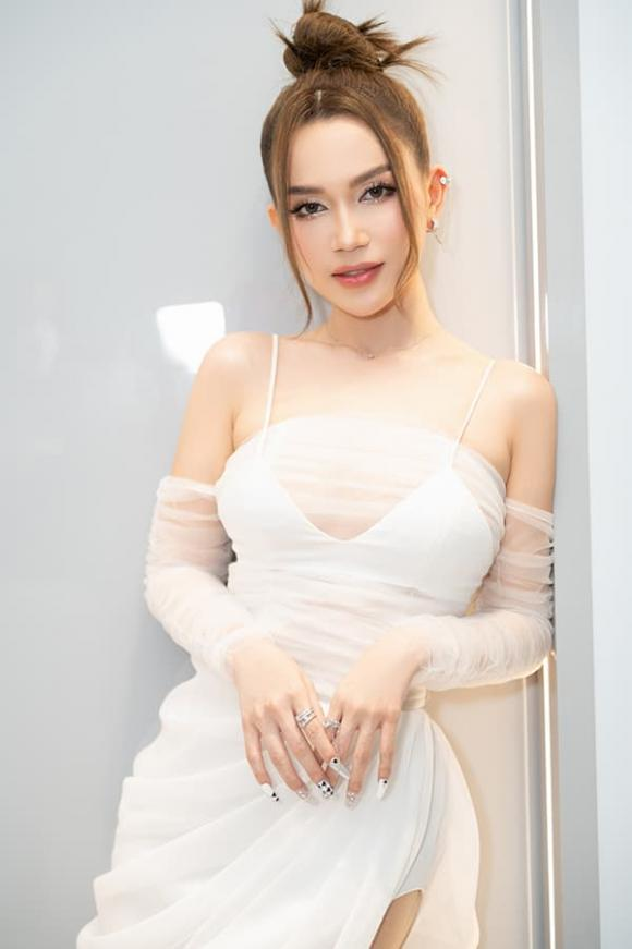 nam ca sĩ nathan lee, nữ hoàng nội y Ngọc Trinh, sao Việt