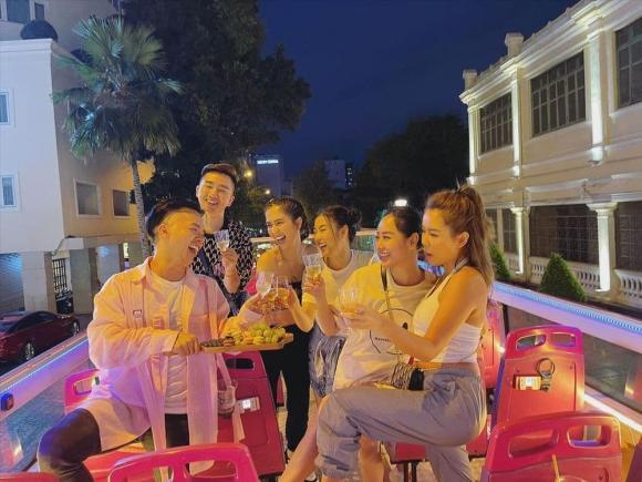 Ngọc Trinh, Hội bạn thân, Sao Việt, Nữ hoàng nội y