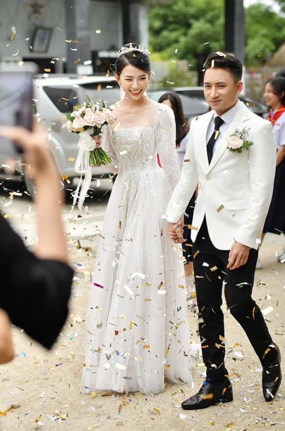 Phan Mạnh Quỳnh, váy cưới vợ Phan Mạnh Quỳnh, thời trang sao việt