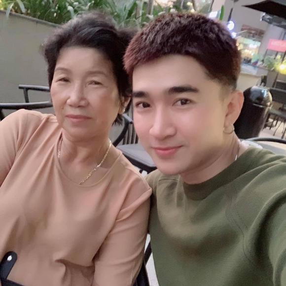 Chi Dân, mẹ chi dân, Sao Việt