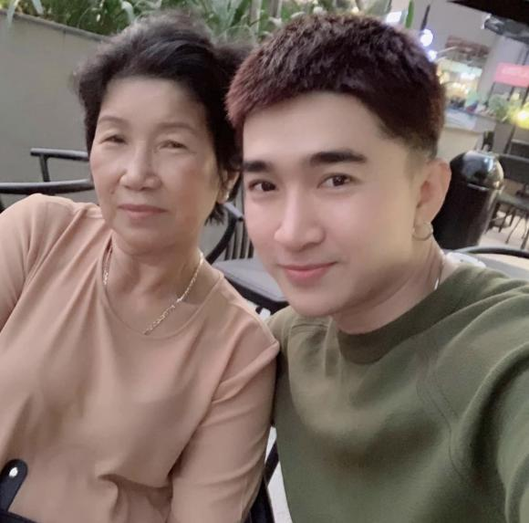 ca sĩ Chi Dân, mẹ của ca sĩ Chi Dân, sao Việt