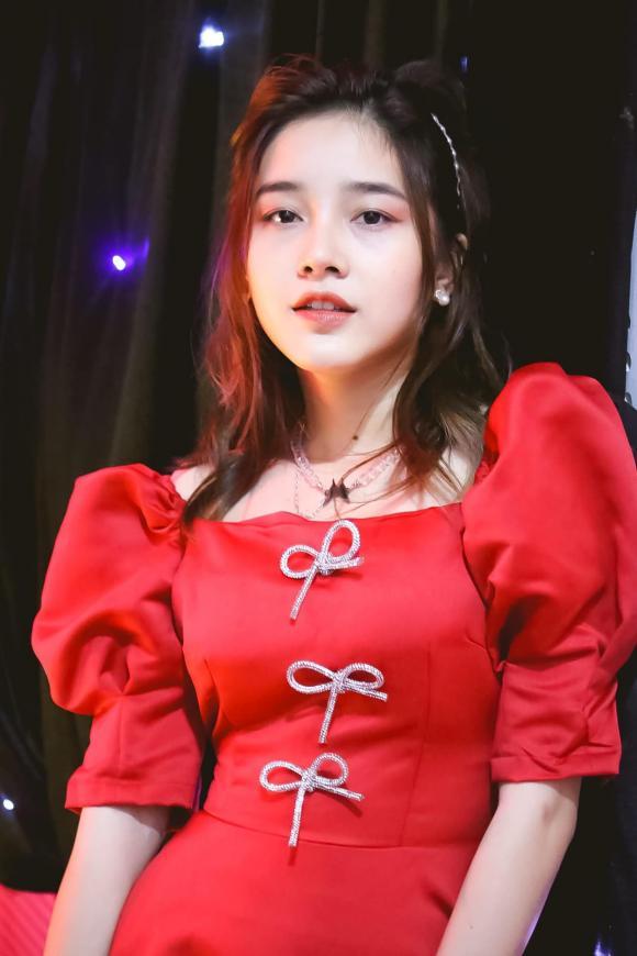 Phạm Đình Thái Ngân, girl xinh Luna, thanh niên