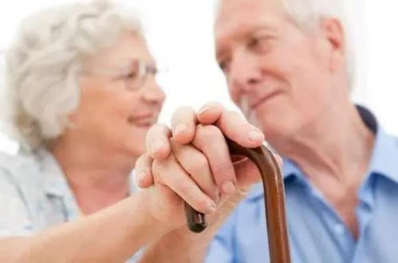người cao tuổi, sức khoẻ người già, món ăn vặt