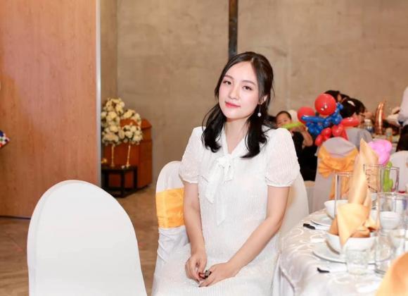 Ca sĩ Nhật Thủy, sao Việt