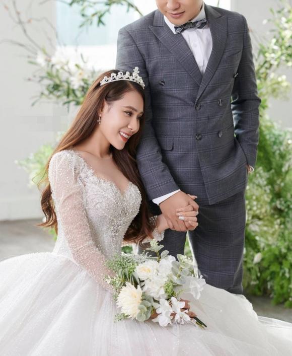Hồ Bích Trâm, Nữ diễn viên, Chồng hơn 7 tuổi, Đám cưới