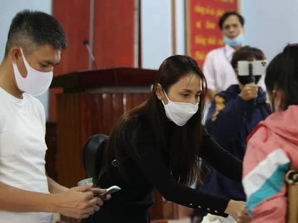 Thủy Tiên, Tiền từ thiện, Nữ ca sĩ, Sao Việt