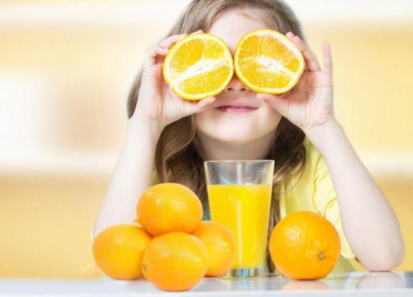 chăm sóc trẻ đúng cách, lưu ý khi chăm sóc trẻ, trẻ bị sốt nên ăn trái cây gì