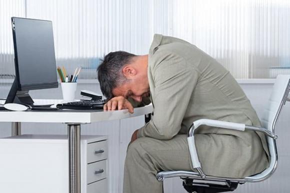 tư thế ngồi làm việc gây thương tích, ngôi sai tư thế, sức khỏe văn phòng
