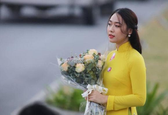 Nữ sinh tặng hoa Tổng thống Trump, Phạm Ngọc Hà My, người đẹp Hà My