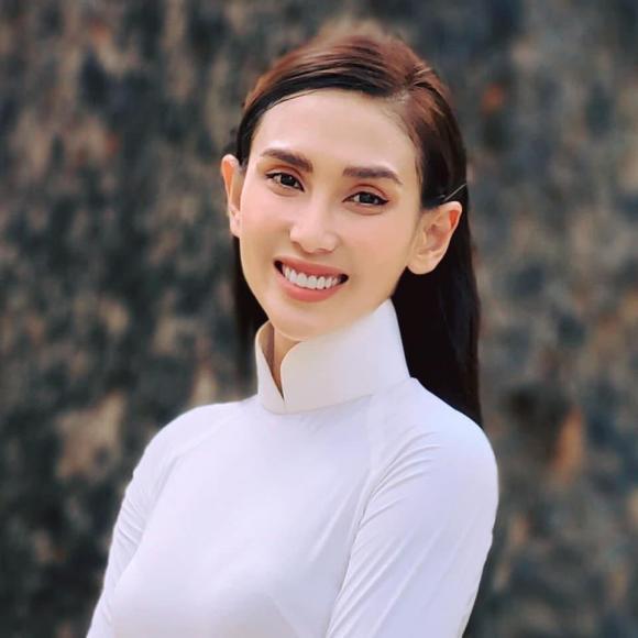 Võ Hoàng Yến, Võ Hoàng Yến chúc mừng sinh nhật bố, Võ Hoàng Yến chuyển giới, siêu mẫu, sao Việt