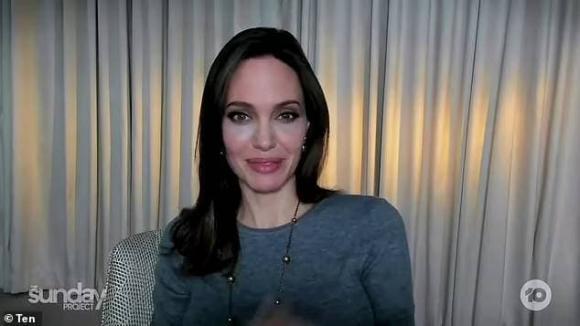 angelina jolie, gầy gò, lỗi make-up, sao hollywood
