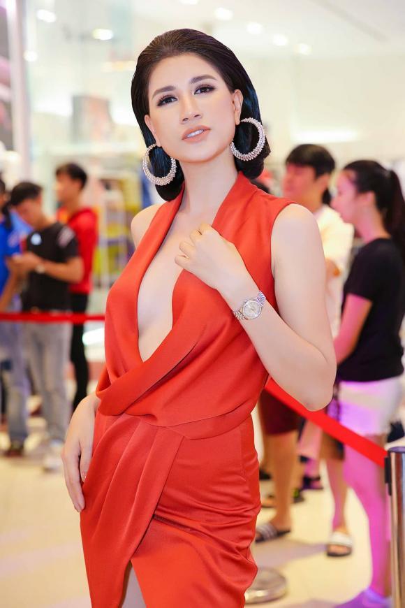 người mẫu Trang Trần, vợ ông Dũng