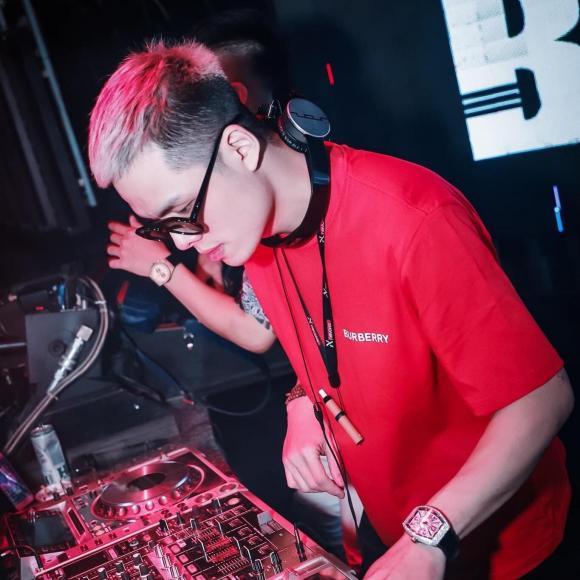 DJ Vạn Phúc, Chuối Tây qua đời, thanh niên