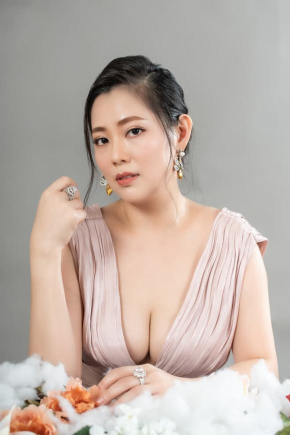 Diễn viên 'Đại gia chân đất' Thu Hiền hiếm hoi chia sẻ về con gái xinh xắn, sớm bộc lộ năng khiếu nghệ thuật