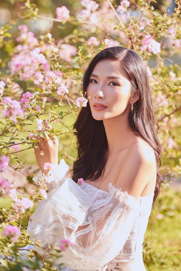 Mai Phương Thúy, Hoàng Thùy, sao Việt