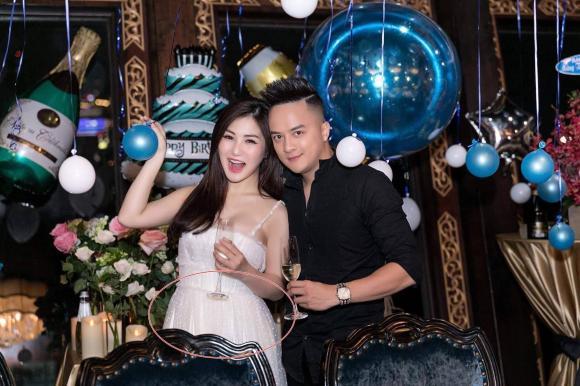 Hương Tràm, Cao Thái Sơn, Nữ ca sĩ mang thai