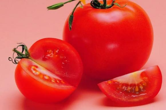 cà chua, tôm hùm, cà chua kị gì, thực phẩm cấm kị