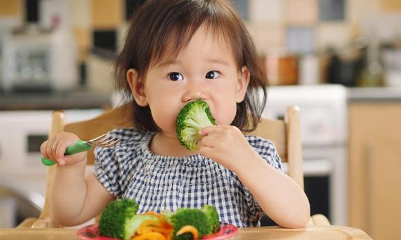 cân nặng trẻ sơ sinh, sinh con nặng cân, trẻ nặng cân, sinh con to, trẻ sinh năng hơn 4kg, bệnh tim, trẻ nặng cân mắc bệnh tim, trẻ sinh ra nặng hơn 4 kg, em bé chào đời nặng cân