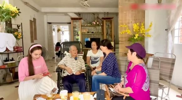 nghệ sĩ Mạc Can, hoa hậu Diễm Hương, diễn viên Phương Dung, sao Việt