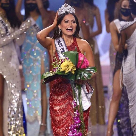 Tân Miss Universe 2020 lộ ảnh quá khứ kém xinh