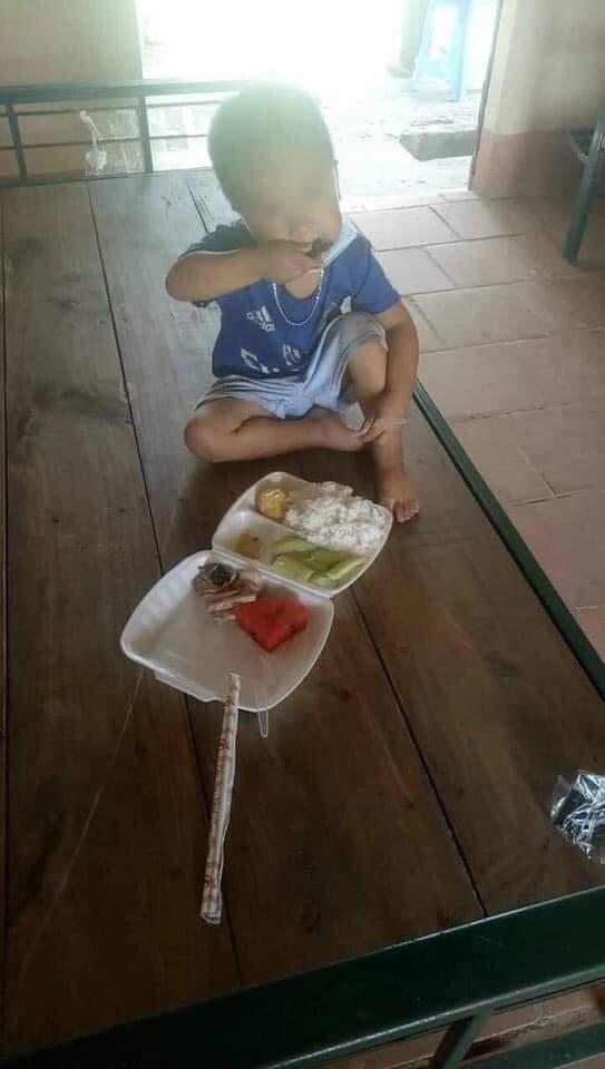 Bắc Giang, bé trai, cách ly, hình ảnh xúc động