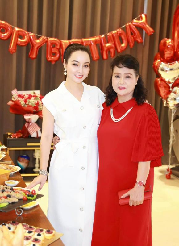 Mai Thu Huyền, mẹ Mai Thu Huyền, sao Việt