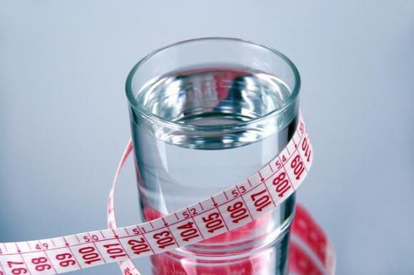 uống nước, uống nước khi đói bụng, sức khỏe