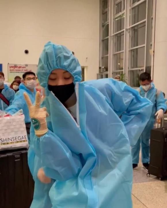 Sau thời gian mắc kẹt ở Mỹ, Hoa hậu Khánh Vân chính thức về đến Việt Nam và bắt đầu thực hiện cách ly 21 ngày