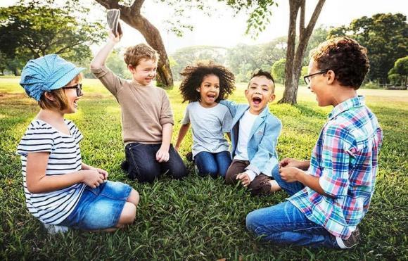 chăm con, tương lai của trẻ, cha mẹ, giáo viên, bạn bè, ông bà, người gần gũi và ảnh hưởng đến tương lai trẻ