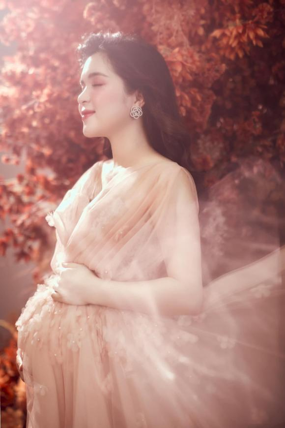 chị Kính Hồng, chị gái Hòa Minzy, Nguyễn Hằng