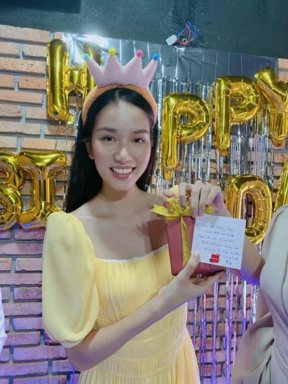 Á hậu Phương Anh nhận quà sinh nhật toàn đồ hiệu và cái kết bất ngờ