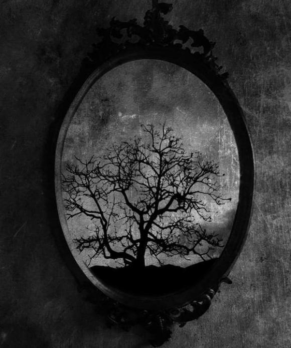 chuyện lạ, bí ẩn, chiếc gương sát nhân
