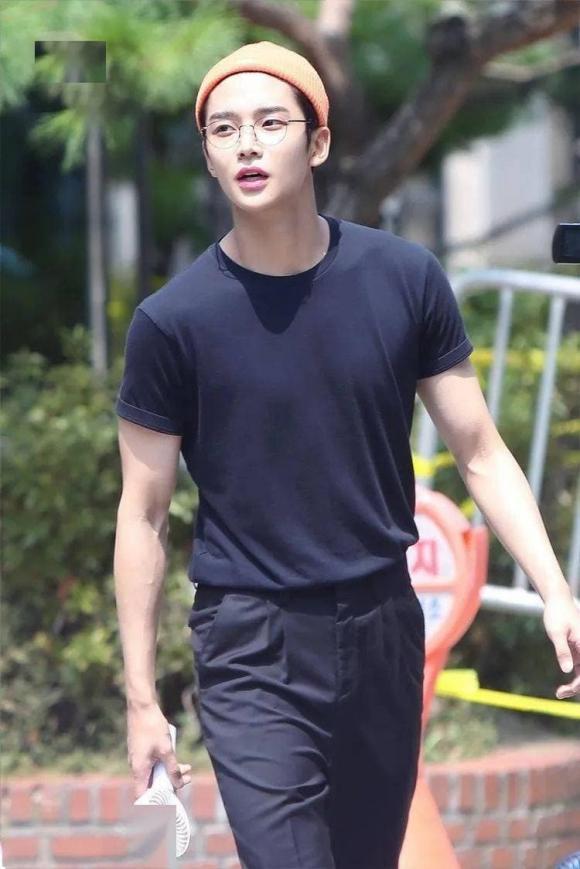 thời trang đẹp, thời trang, lý do để mặc đồ đen vào mùa hè
