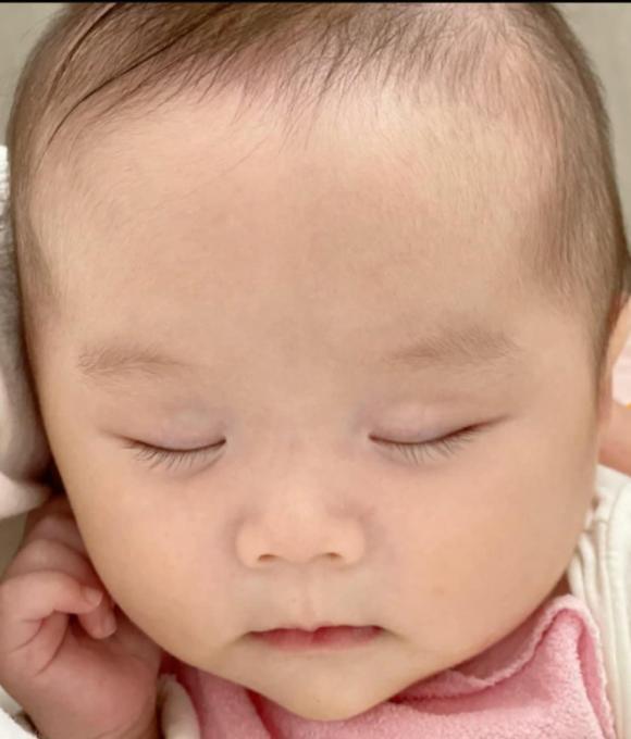 An Nguy khoe khoảnh khắc con gái đầu lòng ngủ cực yêu
