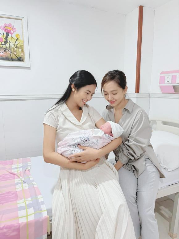 Hoa hậu Ngọc Hân, NTK Hà Duy, sao việt