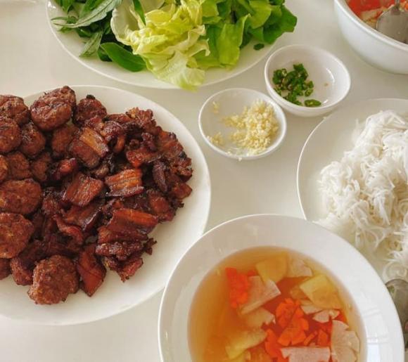 Đàm Thu Trang, Đàm Thu Trang nấu ăn, sao việt ăn gì