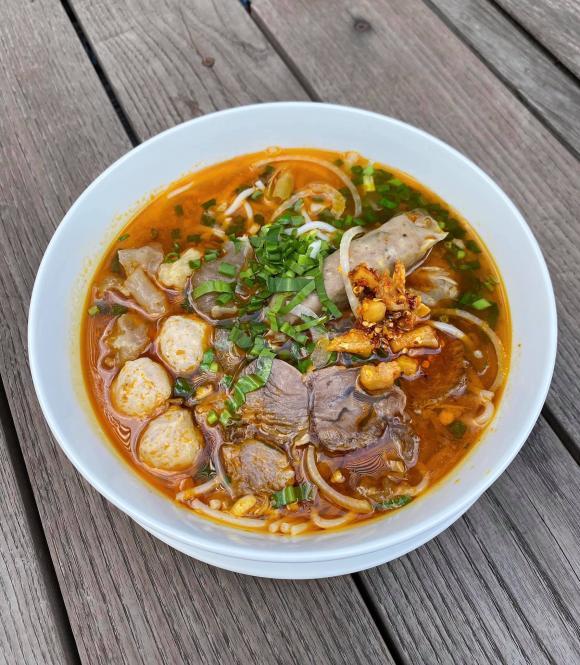 Tăng Thanh Hà, bún bò sa tế, món ngon