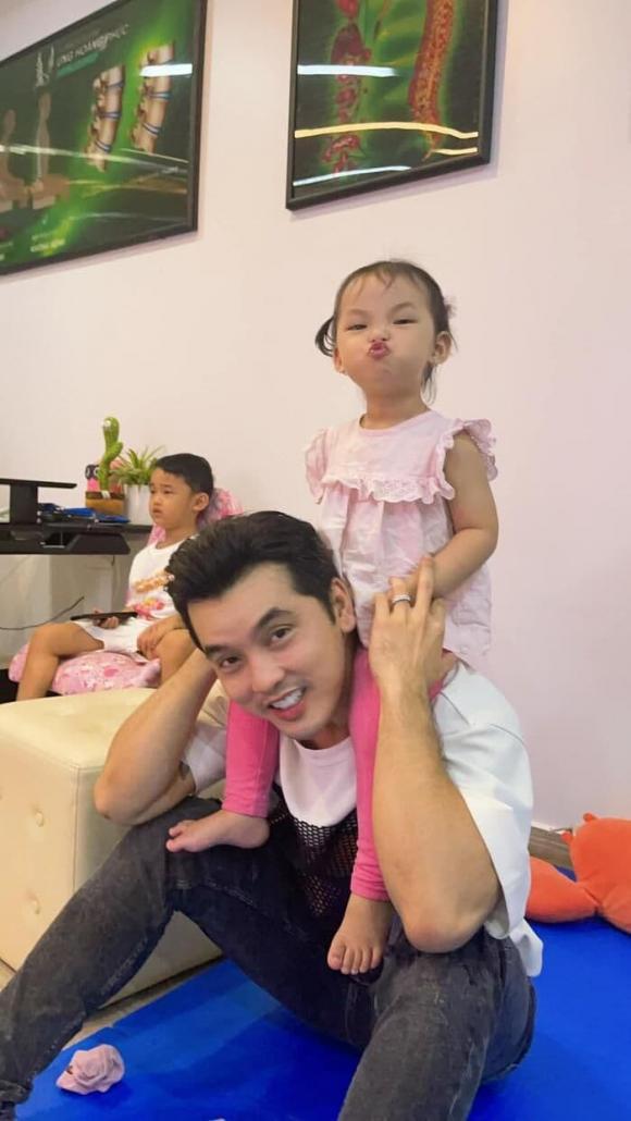 Ưng Hoàng Phúc, con gái, 3 tuổi, vợ, người mẫu, quảng cáo, sao Việt, gương mặt thương hiệu nhí