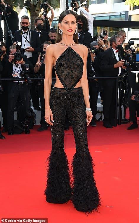 Thảm đỏ LHP Cannes 2021 ngày thứ 3: Loạt chân dài diện mốt 'quên' nội y đốt mắt người nhìn